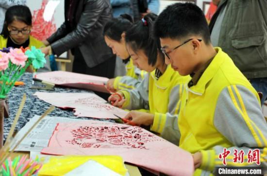 """潍坊聋哑学校开设非遗课程为听障学生提供就业""""金手指"""""""
