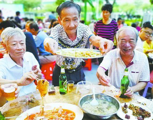 炒黄金赚钱:厦门湖里区:居家养老做得好幸福家园很暖心