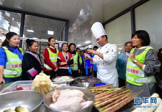 (社會)(1)廣西柳州:主題教育進苗寨