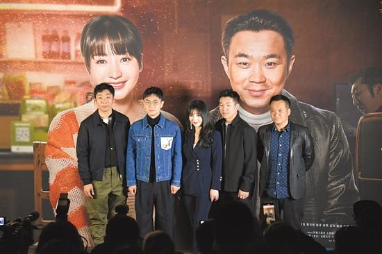 """《受益人》舉行首映禮 大鵬帶妝""""乞討賣藝"""""""