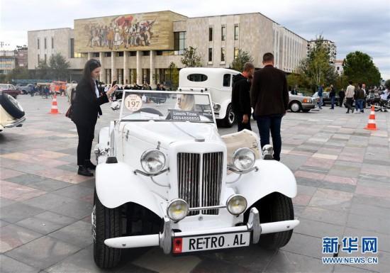 """(国际)(9)""""怀旧""""车展在阿尔巴尼亚首都地拉那落幕"""
