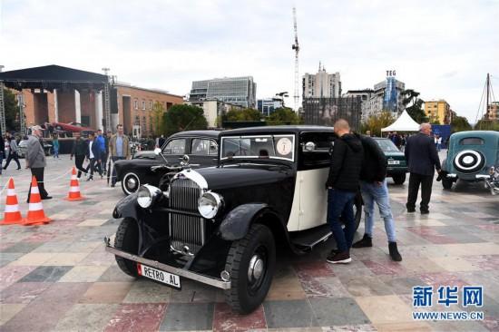 """(国际)(8)""""怀旧""""车展在阿尔巴尼亚首都地拉那落幕"""