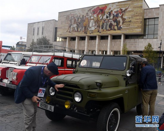 """(国际)(4)""""怀旧""""车展在阿尔巴尼亚首都地拉那落幕"""