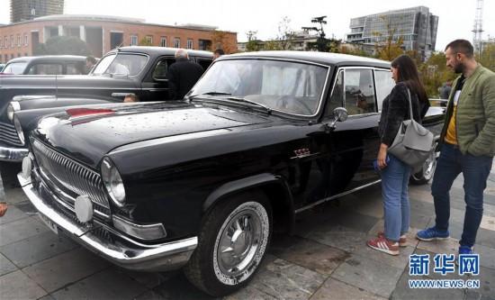 """(国际)(1)""""怀旧""""车展在阿尔巴尼亚首都地拉那落幕"""
