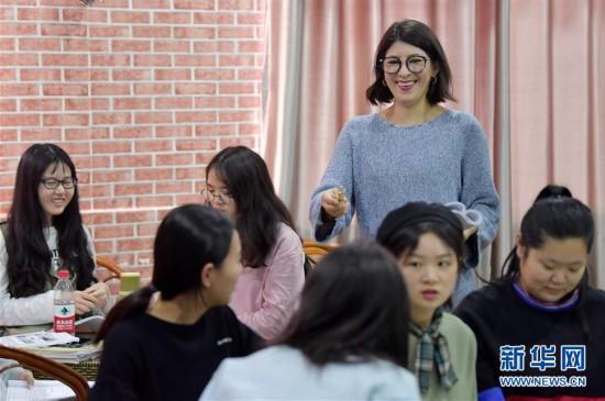"""(图片故事)(1)""""我在中国挺好的!"""""""