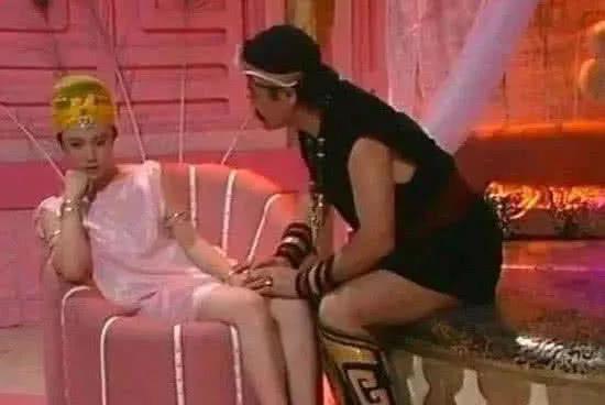 笑到让你抽筋的穿帮镜头,《封神榜》这个沙发有一点洋气!