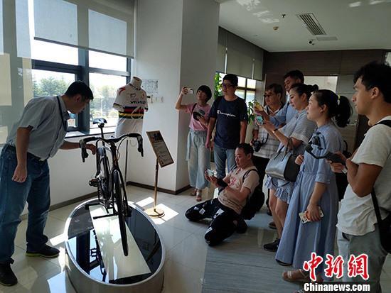 10月19日,两岸记者来到厦门杏林(集美)北京赛车对打套利_北京快三官网app下载主页-彩经_彩喜欢商投资区,近距离感受三十年来发展的变化。 <a target='_blank'  data-cke-saved-href='http://www.chinanews.com/' href='http://www.chinanews.com/'><p  align=