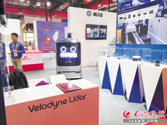 长沙行深智能科技有限公司自主研发的无人车产品亮相进博会。长沙晚报全媒体记者 石祯专 刘捷萍 摄影报道