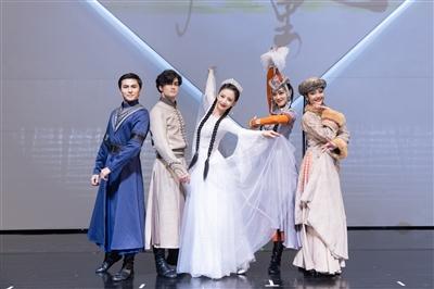舞蹈剧场《在远方在这里》佟丽娅写给故乡的一封情书