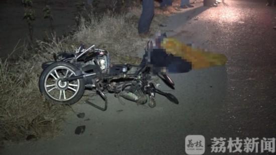 盐城一小轿车与电瓶车发生碰撞 一死一伤
