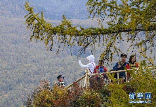(社會)(5)今年前10月新疆旅游接待游客超2億人次