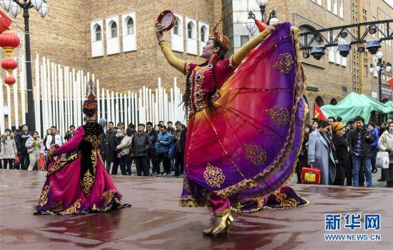 (社會)(2)今年前10月新疆旅游接待游客超2億人次