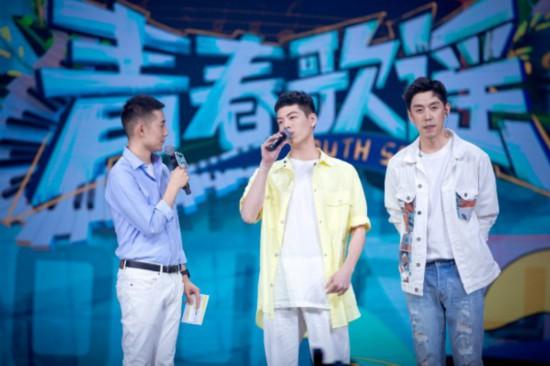 徐嘯梟登中國首檔校園歌手青春勵志節目《青春歌謠》舞台