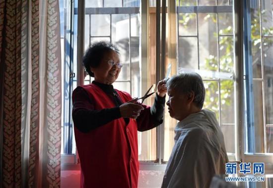 """(图片故事)(5)江西省新余:""""敲门嫂""""敲出浓浓邻里情"""