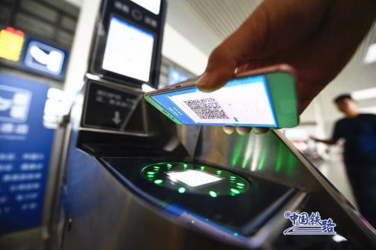 さらば、紙の切符! 一部で12日からスマホか身分証で列車の乗車が可能に
