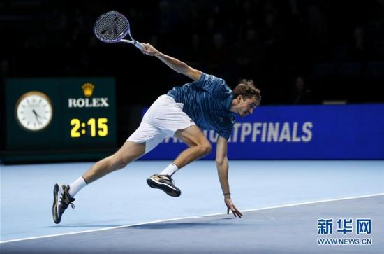 (体育)(9)网球――ATP年终总决赛:纳达尔逆转梅德韦杰夫