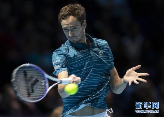 (体育)(10)网球――ATP年终总决赛:纳达尔逆转梅德韦杰夫