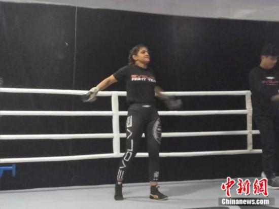 《摔跤吧爸爸》原型走向格斗场她的故事比电影更励志