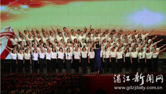 岭南师范学院师生共同唱响爱国之