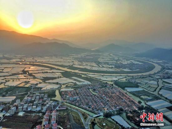 鳥瞰漳州埭美古村落 山水環繞美如畫