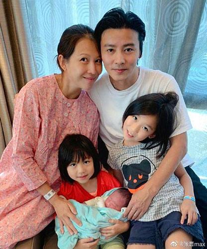 46岁蔡少芬第三胎平安产子张晋报喜晒儿子正脸照