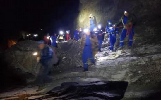 北京刮九级大风女驴友登山被吹落悬崖
