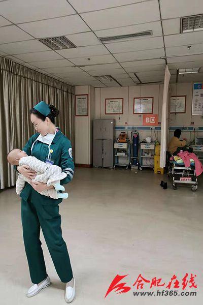 合肥濱湖醫院女護士上班期間懷抱嬰兒 背后真相感人