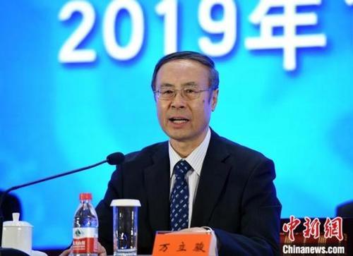 11月17日,中国侨商联合会第五次会员代表大会在北京开幕,中国侨联党组书记、主席万立骏出席开幕会并致辞。中新社记者 侯宇 摄