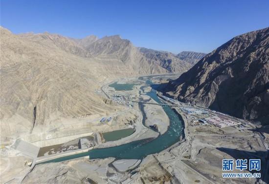 """(社会)(3)""""新疆三峡""""阿尔塔什水利枢纽工程下闸蓄水"""