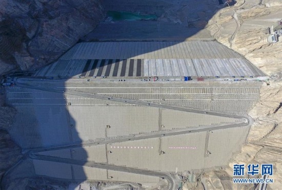 """(社會)(5)""""新疆三峽""""阿爾塔什水利樞紐工程下閘蓄水"""