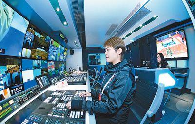 """""""移动电视台""""——5G转播车亮相首届世界5G大会"""