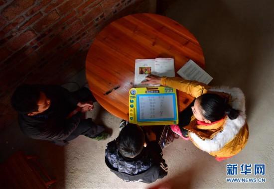 (社会)(1)广西鹿寨:特别的关爱 给特殊贫困的家庭