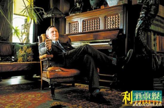 """""""007""""丹尼尔克雷格和""""美国队长""""克里斯埃文斯v队长主演民政救助漫画图片"""