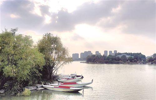 徐州:雾开新城区 艳美大龙湖