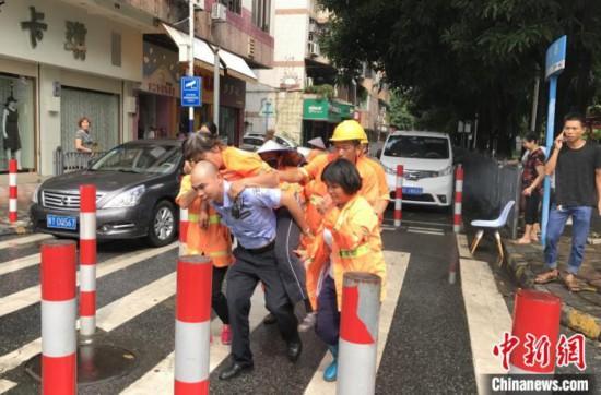 """广东佛山""""牛坤"""":从警26年初心不改守护社区平安"""