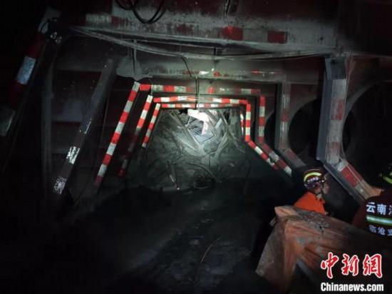 雲南在建隧道事故已致4人遇難仍有8人被困