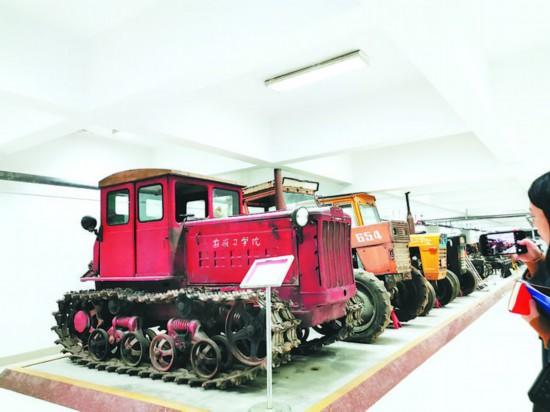东方红拖拉机等系列设备。