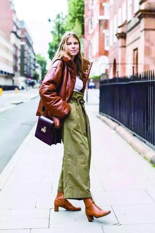 连帽卫衣+休闲阔腿裤+短靴 冬日时尚你get到了吗?