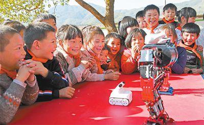 机器人走进山村小学