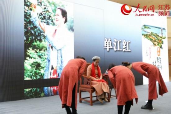 """江蘇東海舉辦水晶雕刻人才""""名師帶高徒""""拜師儀式"""