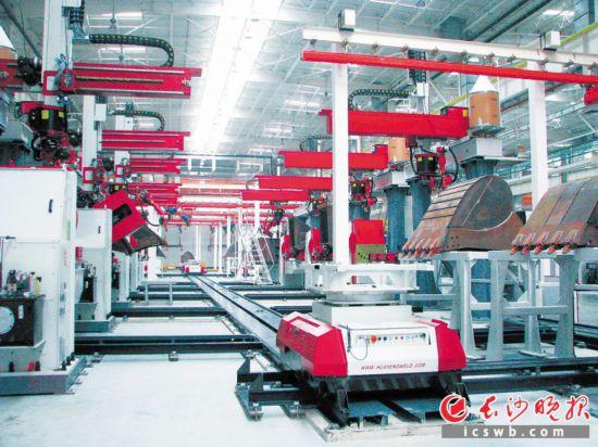 华恒机器人智能化生产车间。