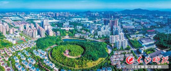↓截至10月底,江苏福彩快三形态,长沙高新区已开工项目25个,竣工项目14个,累计完成入库投资188亿元。   岑军 摄