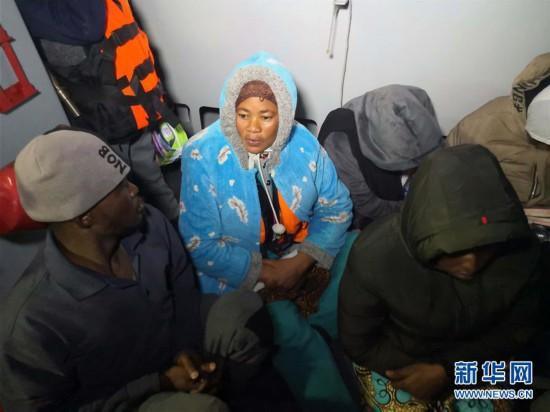 (国际)(1)利比亚海岸警卫队救起200多名非法移民