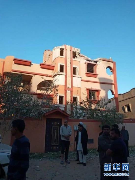 (国际)(1)利比亚首都南部遭空袭致3人死亡