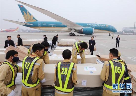 (国际)(4)英国货车惨案全部遇难者遗体和骨灰运回越南