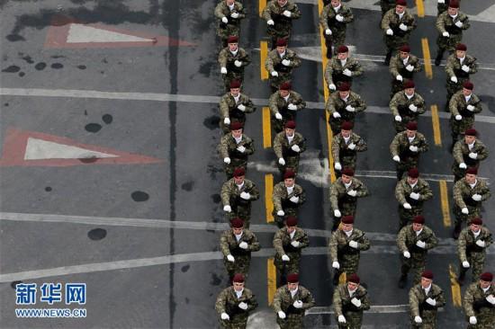(国际)(7)罗马尼亚举行国庆阅兵式
