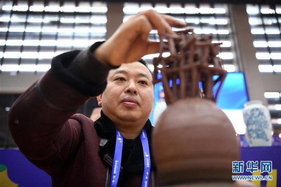 (社会)(5)彩票推荐双色球_重庆:传统制陶技艺大比拼