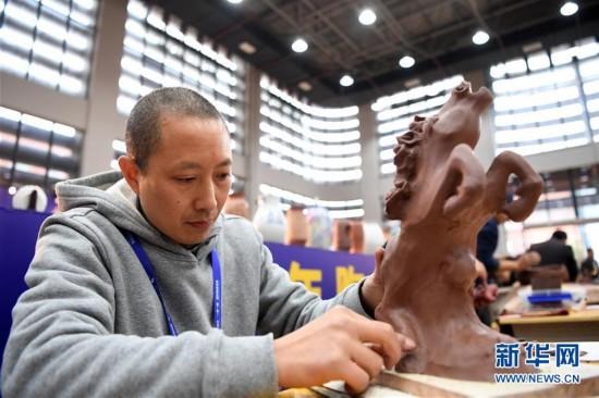 (社会)(4)重庆:传统制陶技艺大比拼