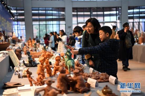 (社会)(2)重庆:传统制陶技艺大比拼