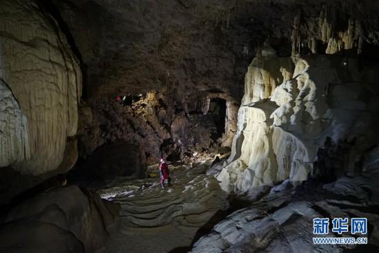(科技)(5)跨国探险队在广西东兰发现大型天坑